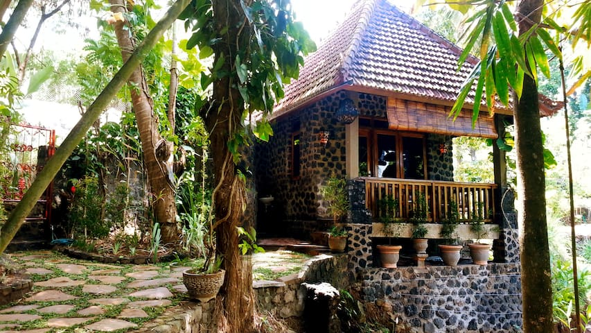 Pondok Manis HomeStay By The River - Sukasada