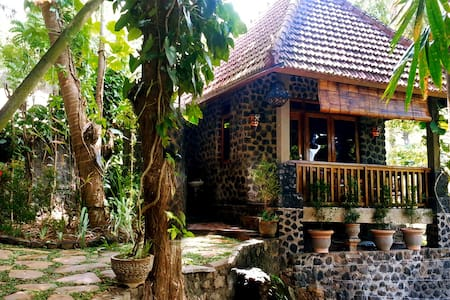 Pondok Manis HomeStay By The River - Sukasada - Bed & Breakfast