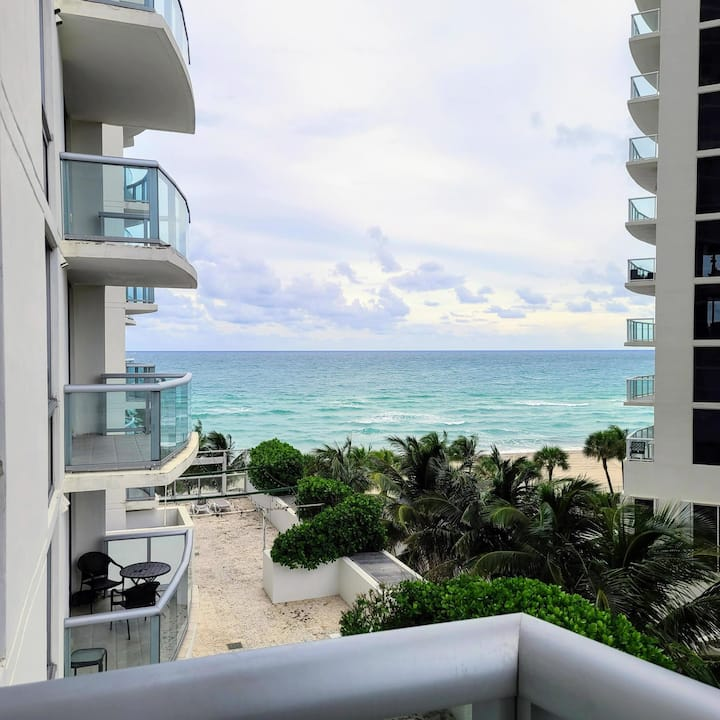 Gorgeous 1BR apt on the Ocean at Marenas Hotel