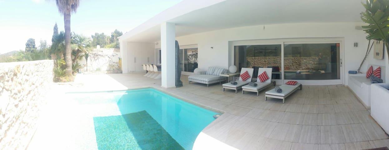 Roca llisa golf and private pool
