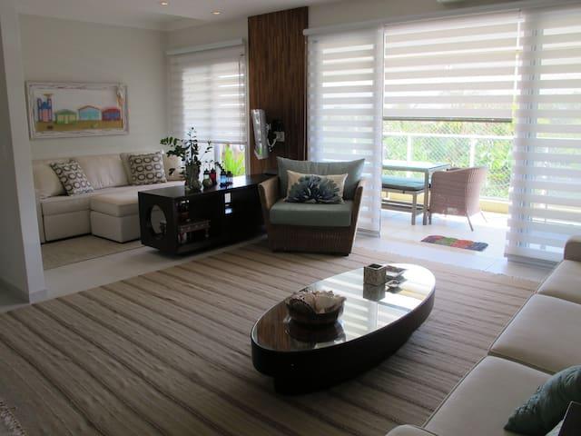 4 Suites/4.5 Banhos - próximo a praia, vista linda