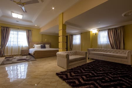 A Luxury Lodge Opp. Junction Mall - Accra