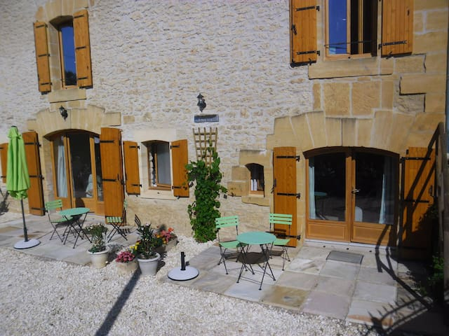 Great location for discovering the 'Perigord Noir' - Meyrals - Apartment