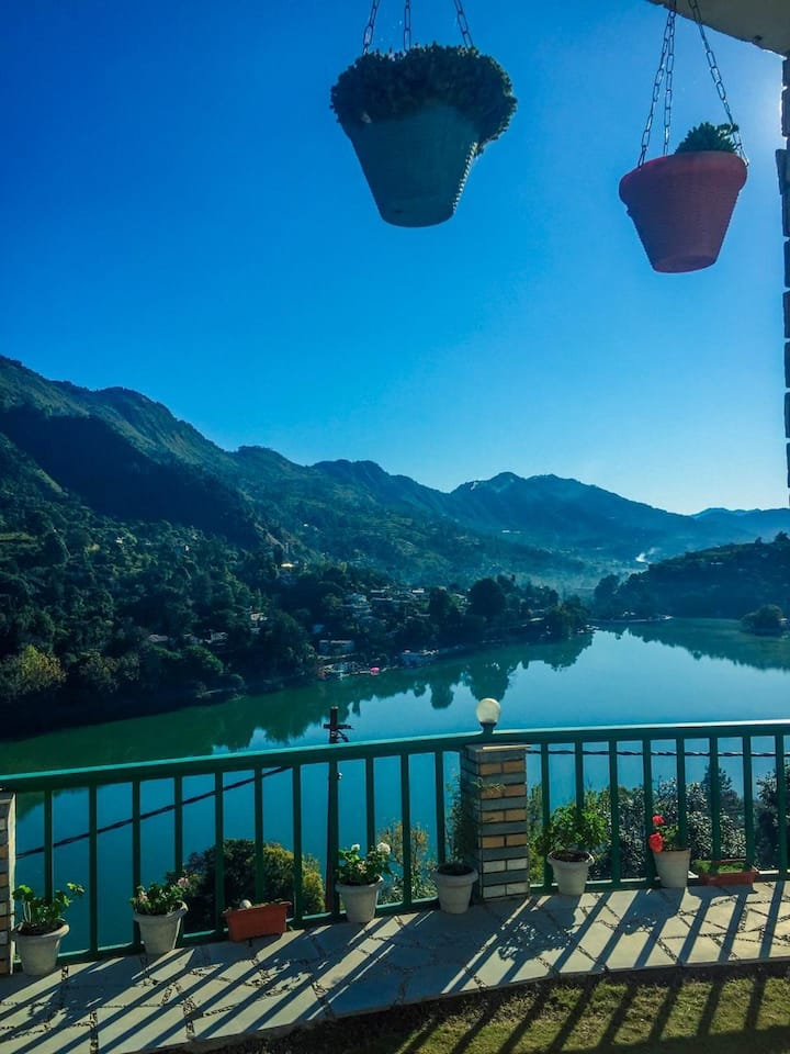 VISTA 3bhk,parking,wifi,party hall,food,lake view