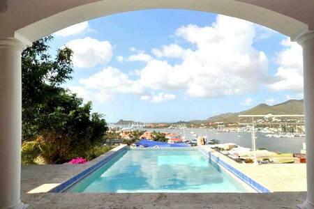 "Bedroom ""La Serene"" Simpson Bay in villa like home"