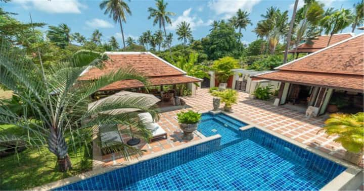 Buoyant Forest villa 2bed private pool big garden