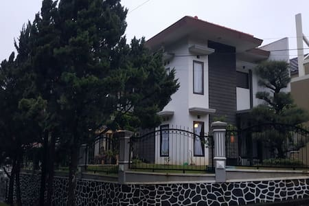 Cozy 2BD, 2fl, for family - Malang