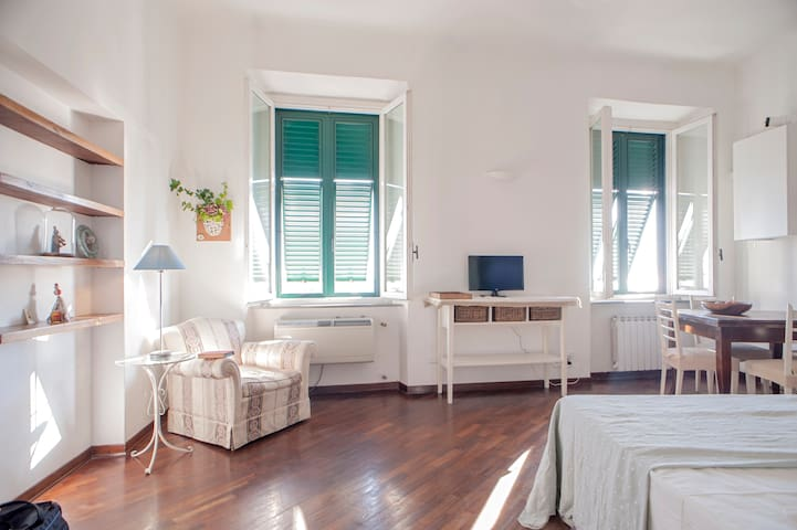 Boutique studio apartment on the promenade - Livorno - Appartement
