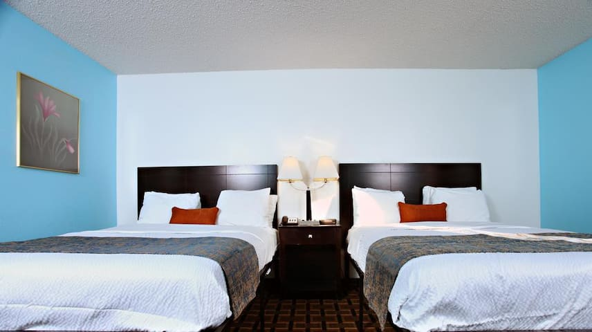 Sky Palace Inn & Suites Newton-Comfort 2 Queen Bed