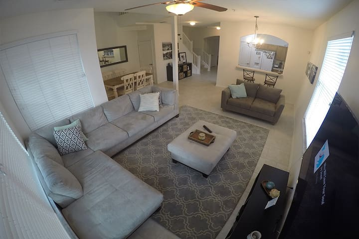 Quiet/Spacious Townhome with 2 bedrooms available - Altamonte Springs