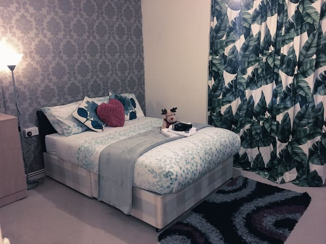 Bright double room mid-century flat in east London - Londres - Apartamento