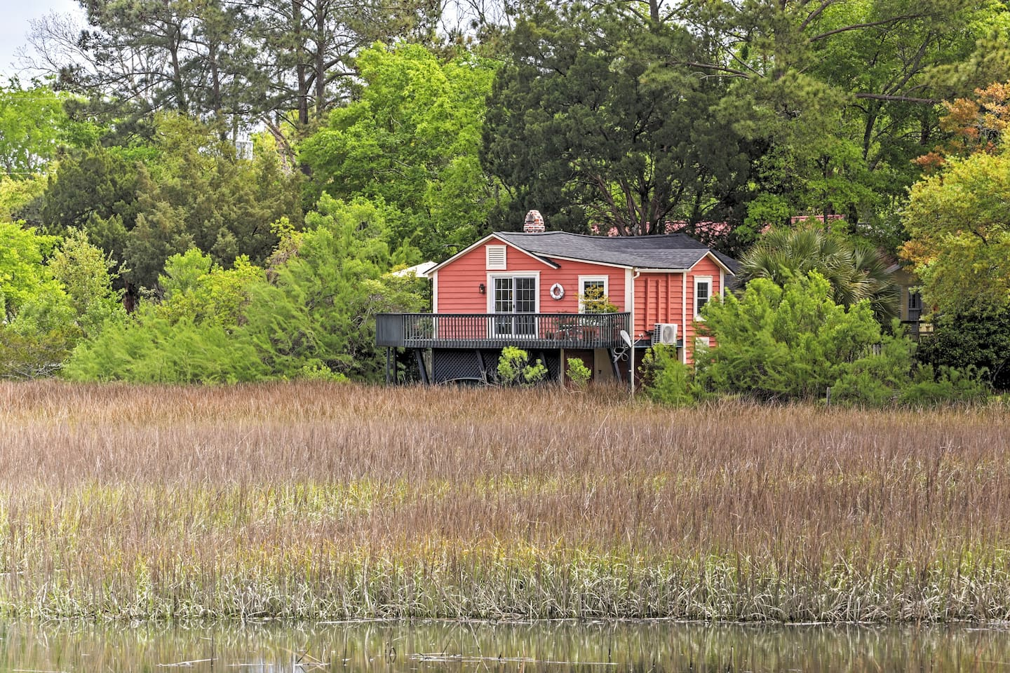 Come escape to this pristine Mount Pleasant vacation rental cottage, situated on the serene Shem Creek marsh!