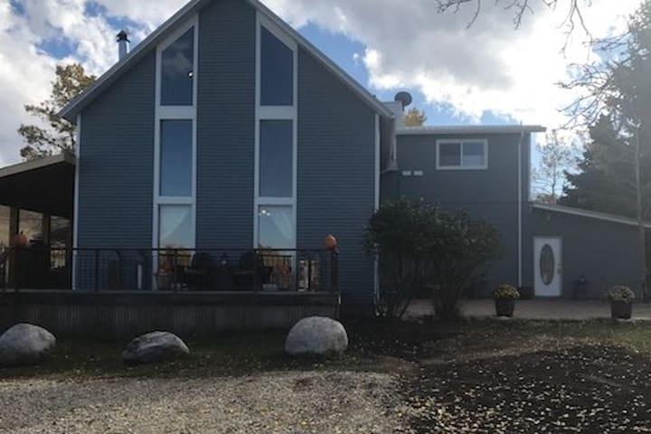 Rustic Luxury, Hogan Creek Hideaway and Tipi