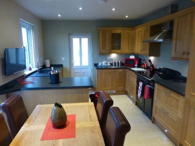 MEADOW CROFT COTTAGE (Hot Tub) Hillcroft Park, Pooley Bridge, Ullswater - Penrith - House
