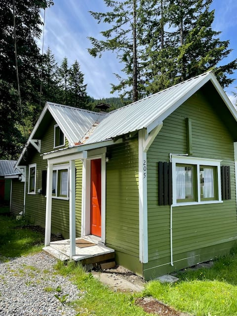 Cozy Mountain Cottage, with AC! 20 min to Stevens!