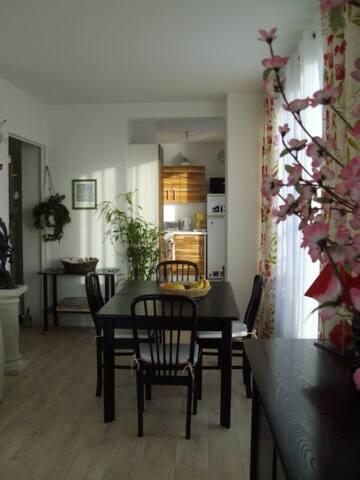 Chambre pour 1 pers. dans immeuble  - Hérouville-Saint-Clair - 아파트
