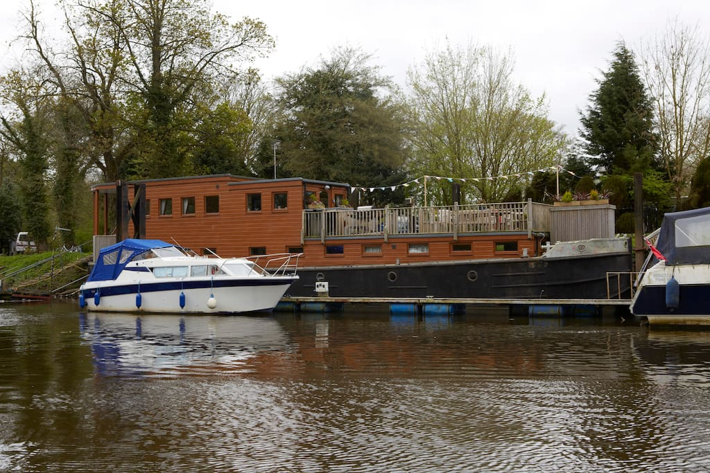 Our 85ft Houseboat on the river OUSE