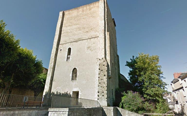 DONJON du XI é au centre de Blois