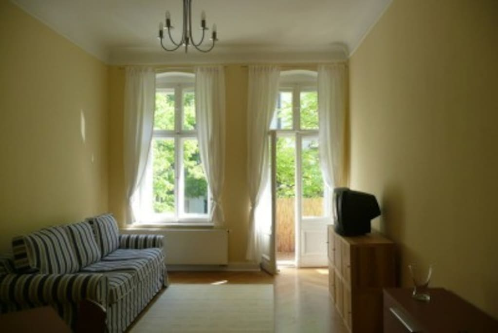 furnished apartment prenzlauer berg quiet street apartments for rent in berlin berlin germany. Black Bedroom Furniture Sets. Home Design Ideas
