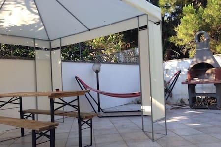 Grazioso appartamento con giardino - Torre Specchia Ruggeri - Casa