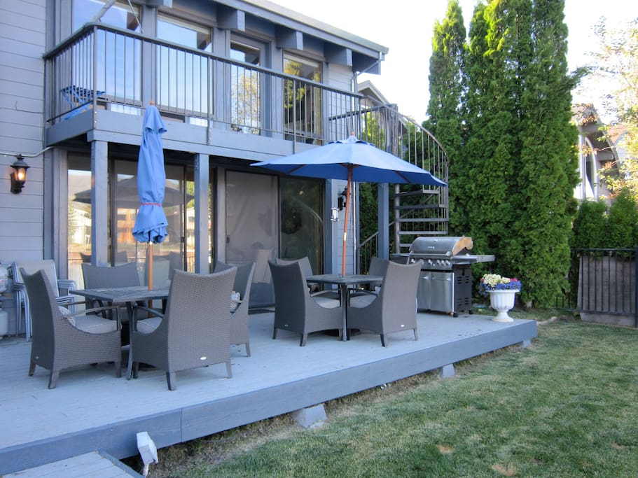 Outdoor dining area - propane grill