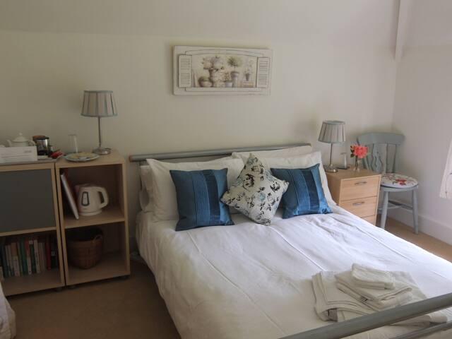 Beautiful Cotswold En-suite Room