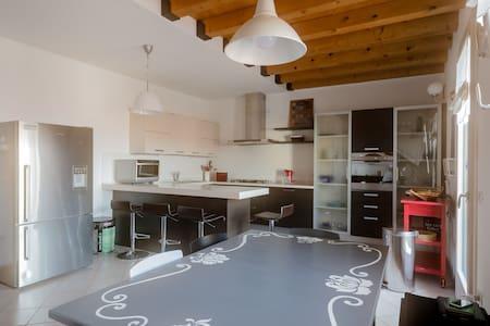 Casa Borso, 3 Bed & 3 Bath Home - Borso del Grappa - Selveierleilighet