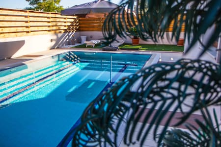 Best Luxury Swimming pool Fireplaces and BBQ VILLA - Hamitköy