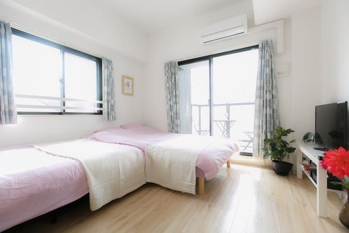 two wide beds.Namba area.802