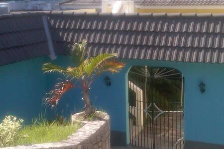 Mobay Gem, 2 Minutes to the Beach!