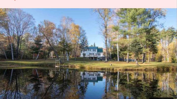 Tranquil Home on 2 private acres Pond +Hot Tub