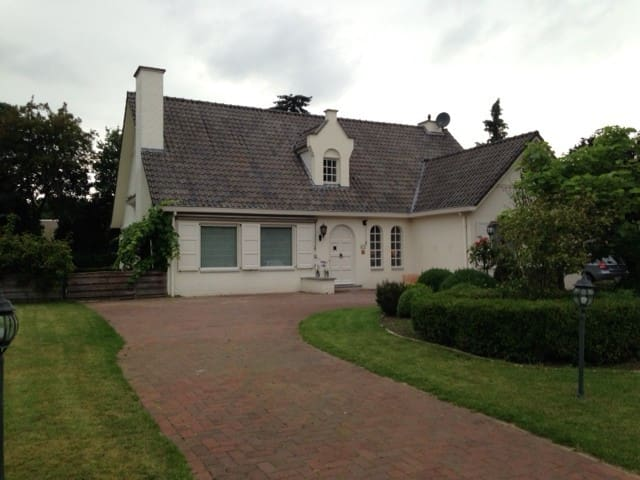 Charming villa with large garden - Hamont-Achel - Haus