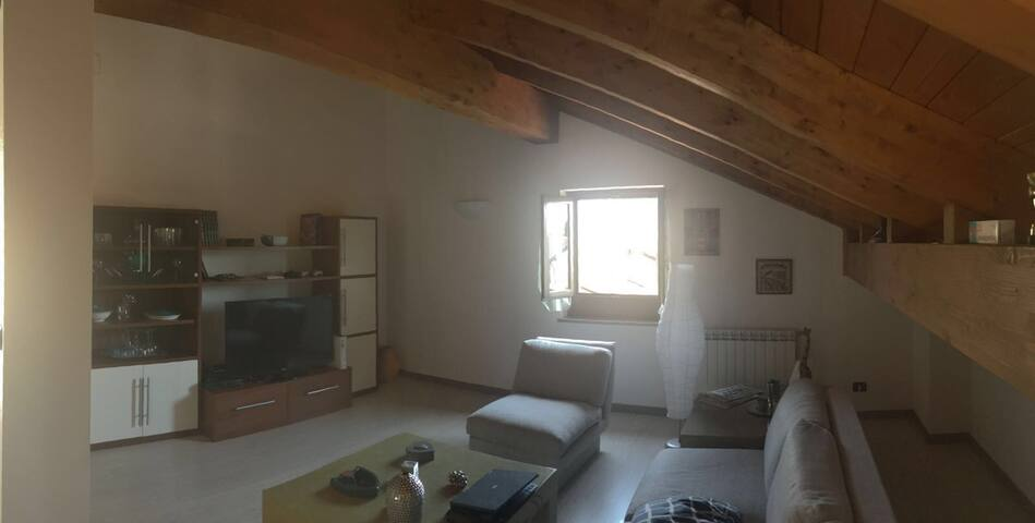 MANSARDA SEMI-INDIPENDENTE - San Maurizio Canavese - บ้าน