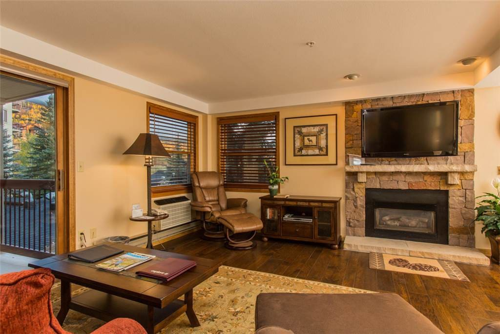 Couch,Furniture,Entertainment Center,Oven,Screen