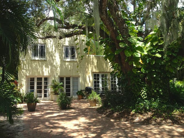 Secluded, Verdant Live Oak Cottage  - Lake Worth - Dom