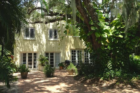 Secluded, Verdant Live Oak Cottage  - 萊克沃思(Lake Worth)