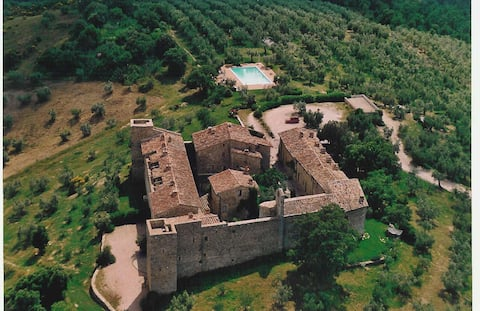 Charme in Medieval Castle & swimming pool