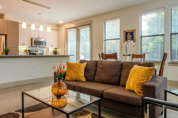 Light and Airy 2BR Suite
