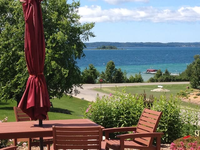 Old Mission Peninsula West Bay View - Traverse City - Apartment