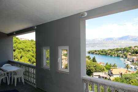 Seaview apartment for 8 - Splitska - Daire
