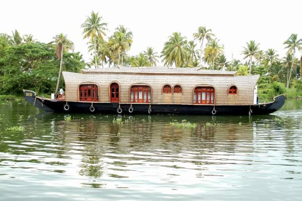 Aqua castle houseboat boats for rent in alappuzha for Houseboats for rent in california