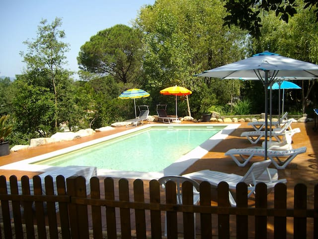 Beautiful villa with saline pool for 15 guests - Sils