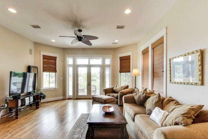 Located at Destin Pointe, Short Walk to the Beach, Minutes from Entertainment