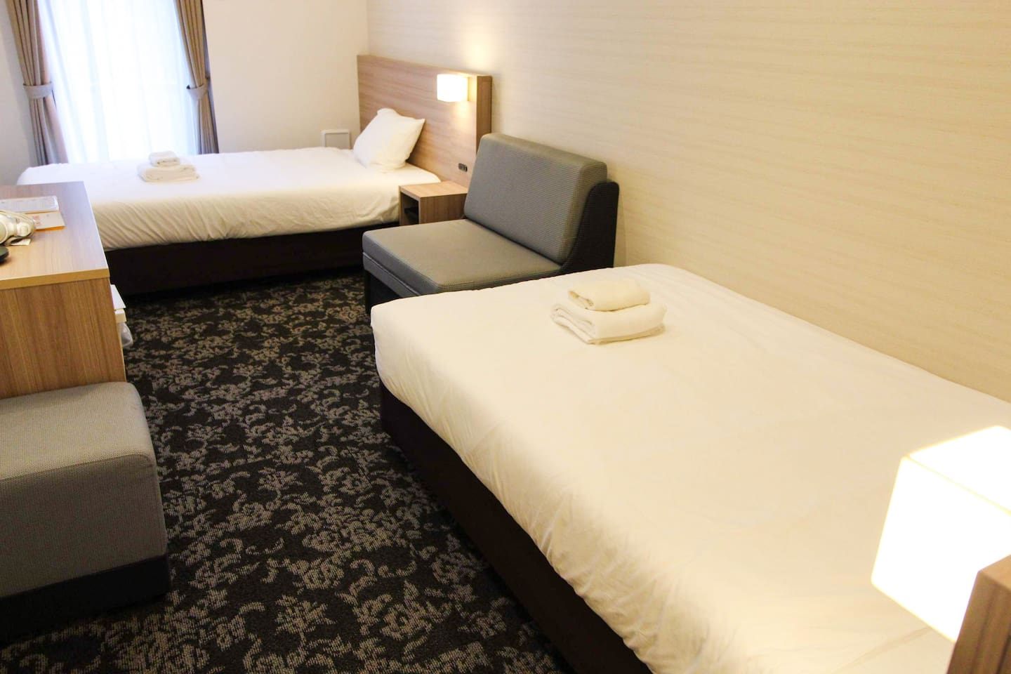 M-1 Tokyo Omorihigashi, two single beds and one sofa bed room type.