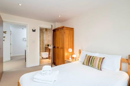 Highly reviewed Zone 1 flat in Shoreditch - Londres - Apartamento