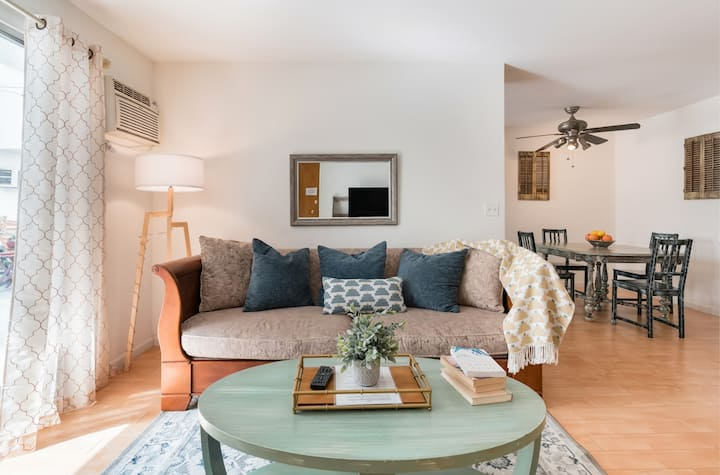 Your Very Own Cozy Flat in Heart of WEHO!