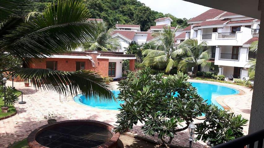 Pool Facing Apartment - Next to Club Cabana - North Goa - Leilighet