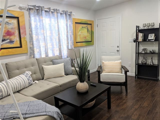 Long Beach Duplex - Cozy Back Unit with backyard