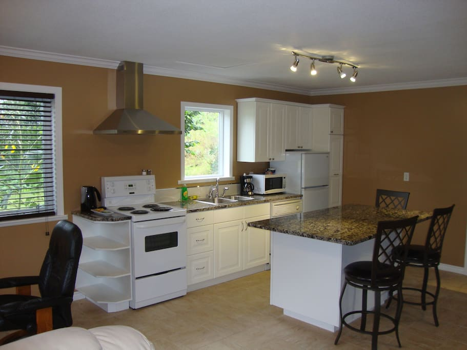 Kitchen, island dining