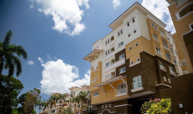 Tucan Country Club P.H. Mahogany Apartamento 201.